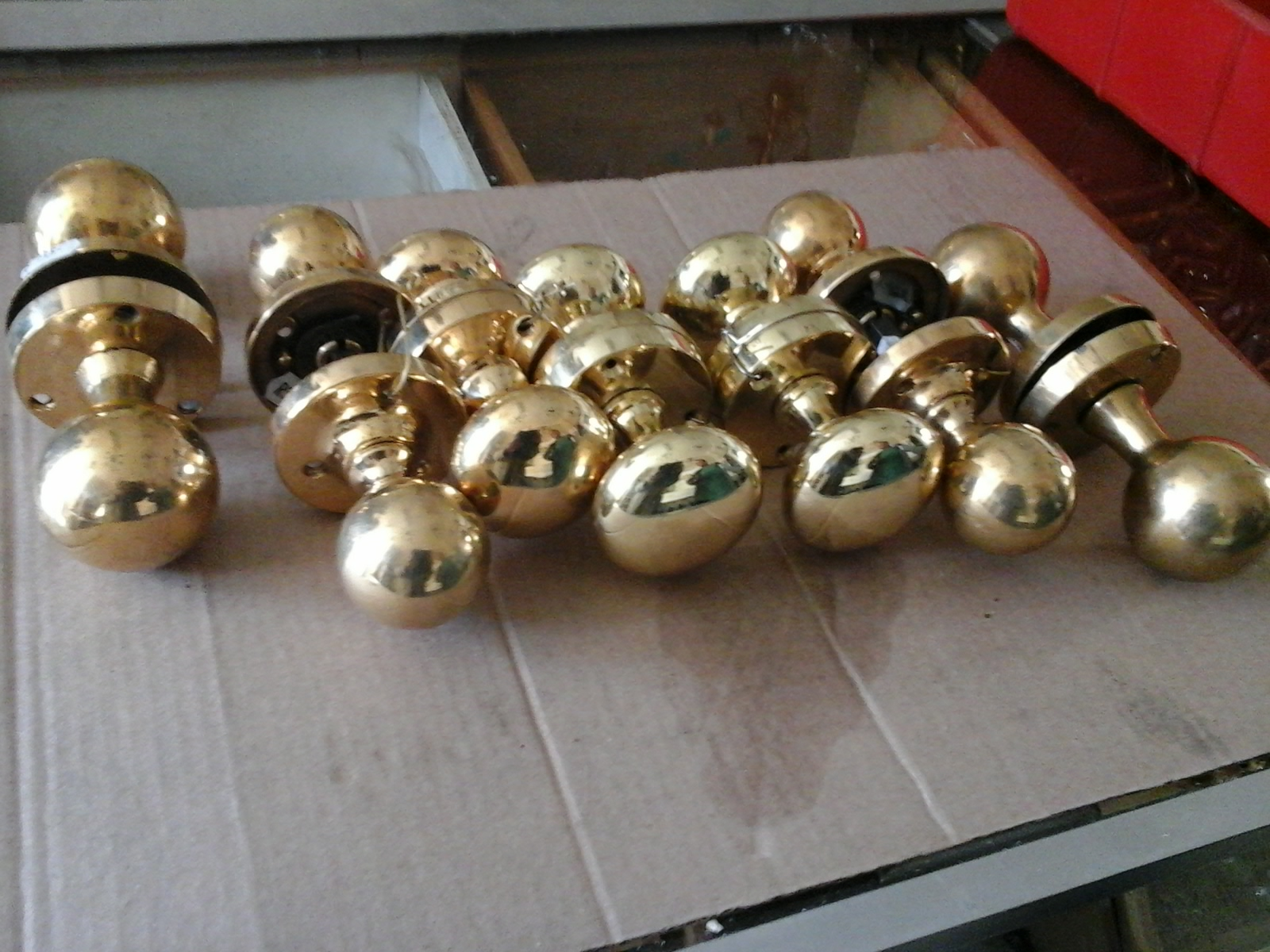 oval-and-round-door-knobs